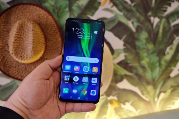 travel gadget review HONOR 8X s appearance capacity and features